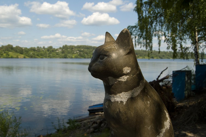 статуя кошка плёс памятник