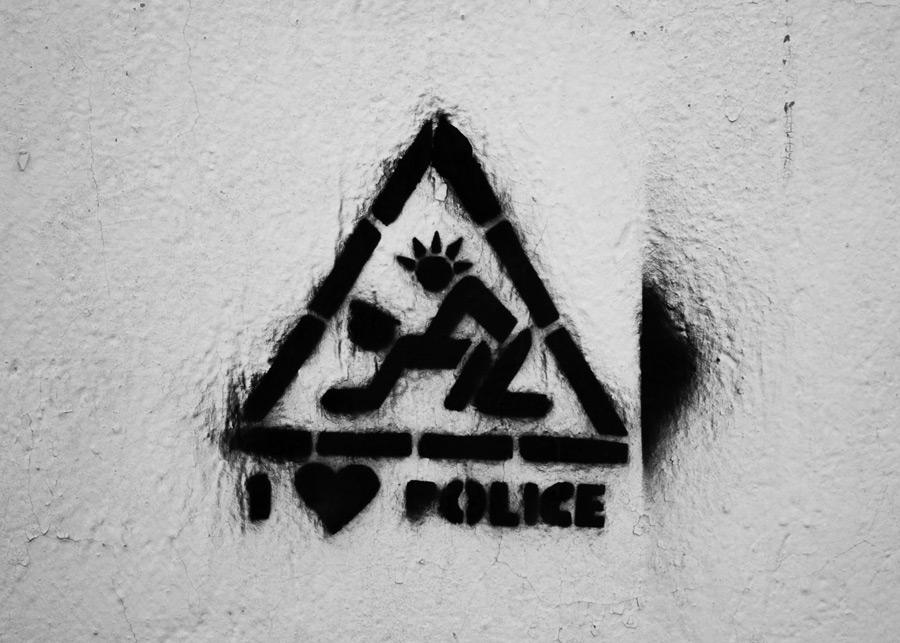 трафаретное граффити кольчугино фото полиция