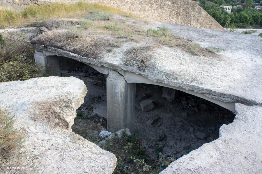 Развалины времен ВОВ в Феодосии, Крым
