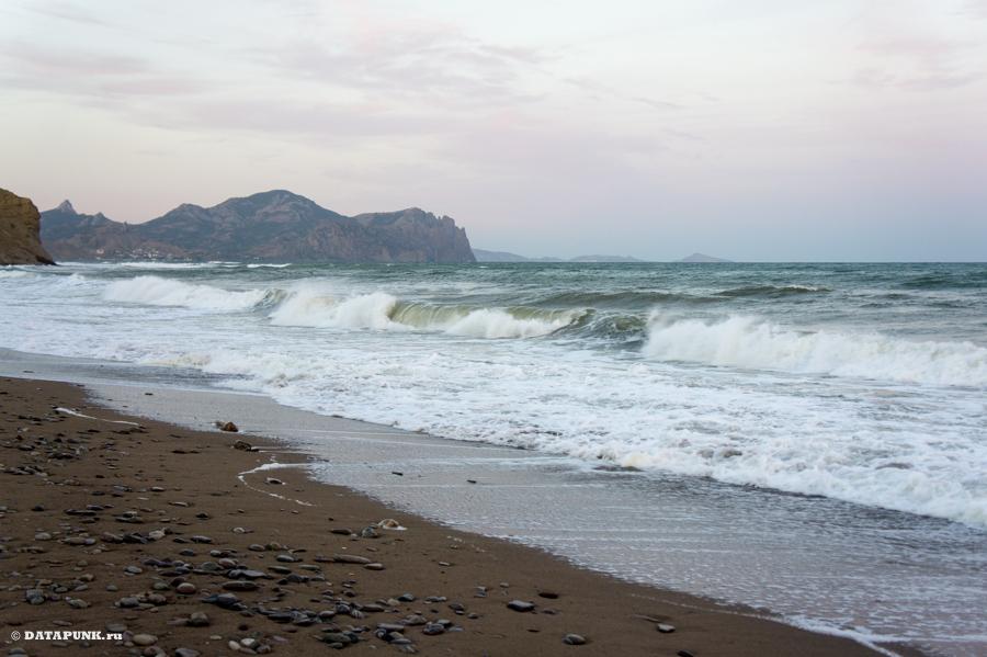 Крым: шторм у Кара-Дага