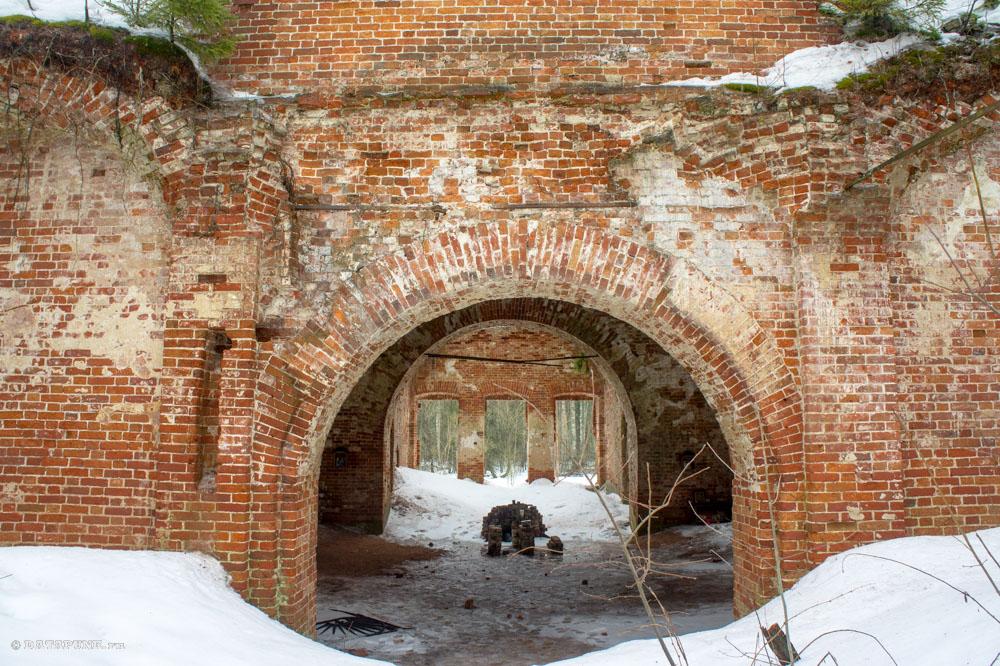 курилово урочище - Мещера - разрушенная церковь