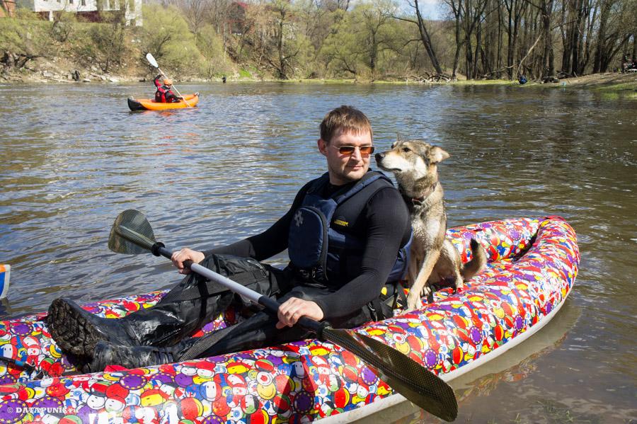 Паша и Кай на реке